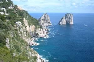 zeilen-Capri-Faraglioni.jpg