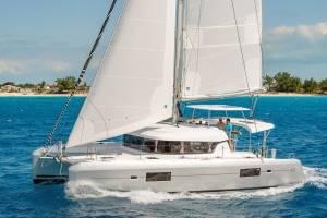 catamaran huren met schipper