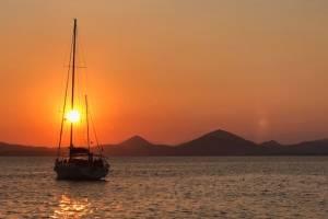 flottielje-zeilen-griekenland-sunset