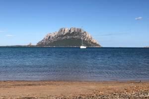 meezeilen-sardinie-zeilboot-in-water.JPG