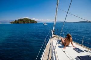 flottielje griekenland dame-op-voordek-.jpg