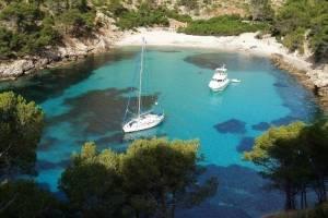 Mooie baai - meezeilen Mallorca.jpg